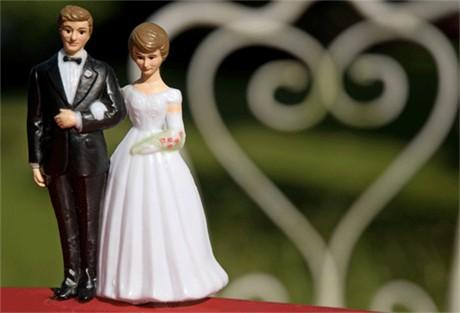 Pervert valt bruiden lastig