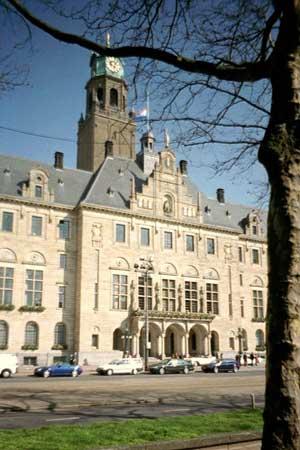 Ambtenaren Rotterdam mobiel onbereikbaar